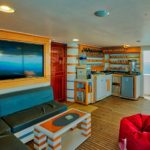 Sonnendeck unter der Treppe Safarischiff Golden Dolphin 3