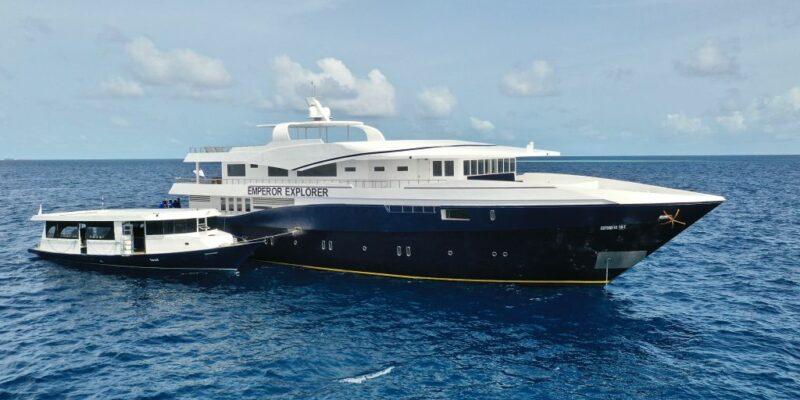 Schiff und Dhoni Tachboot Emperor Explorer